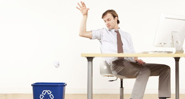 Image of manager throwing away a bad cover letter